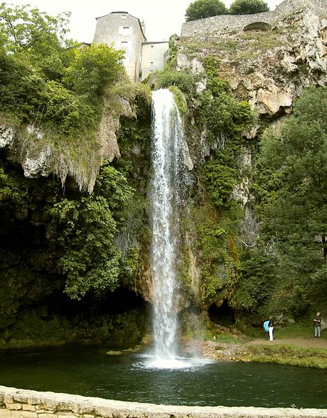 Cascade de Salle la Source et sa Grotte (pascal chauffeton)