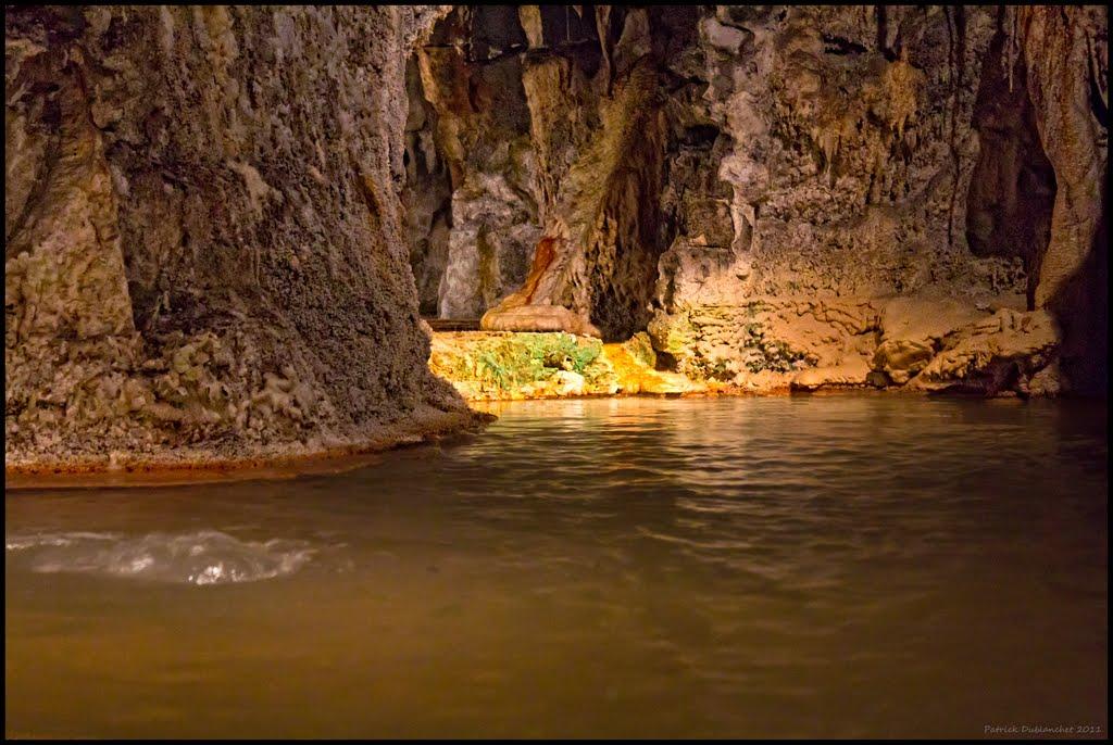 Fontaines pétrifiantes, Bassin d'eau chaude