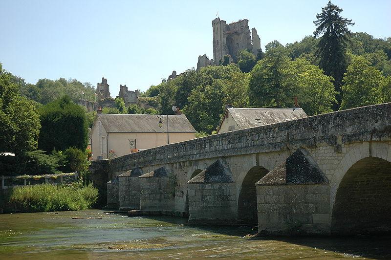 Pont sur le Loir à Lavardin (source: wiki)