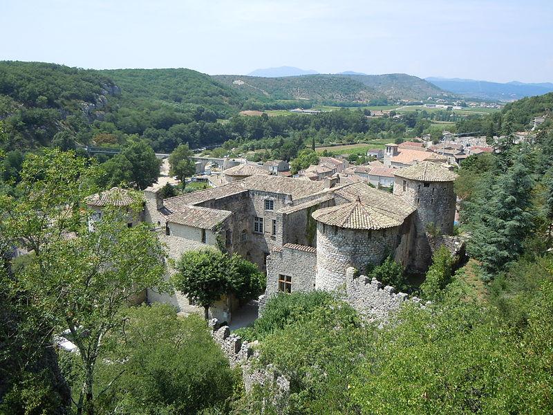 Château de Vogüé By Patrice78500 CC BY-SA 3.0 via Wikimedia Commons