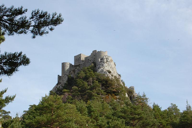 Le Château de Puilaurens Par Hien Le CC BY 2.0 via Wikimedia Commons