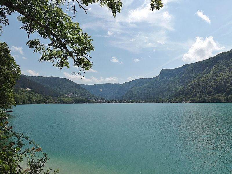 Lac de Nantua By Florian Pépellin CC BY-SA 3.0 via Wikimedia Commons