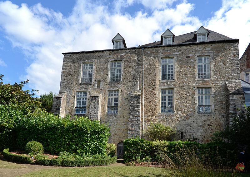 Palais du Grabatoire Par Selbymay CC BY-SA 3.0 via Wikimedia Commons
