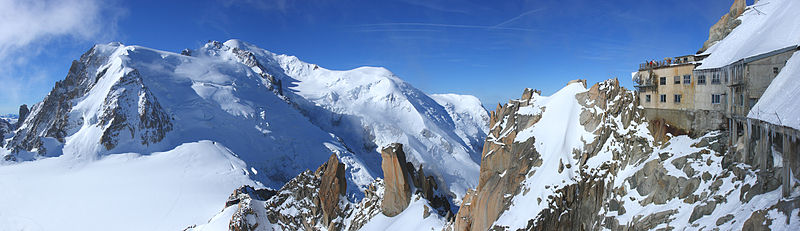 Chamonix Mont-Blanc Par Nicolas Sanchez, edit by Digon3 (Travail personnel)  CC BY-SA 3.0 via Wikimedia Commons