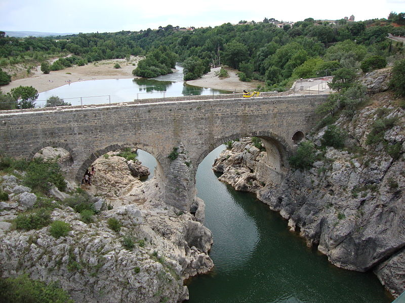 Pont du Diable (Saint-Jean-de-Fos) By Havang(nl) (Own work) [CC0], via Wikimedia Commons