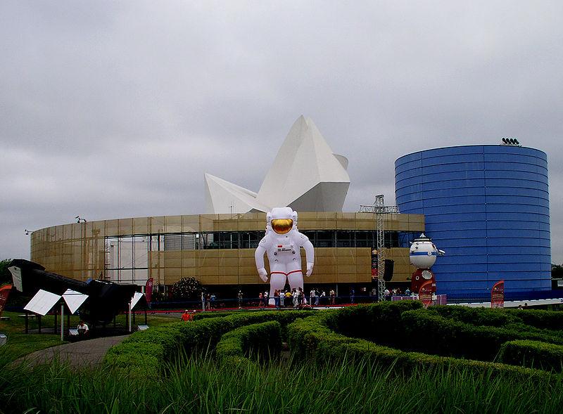 La Cité De l'Espace By Chacamil GFDL via Wikimedia Commons