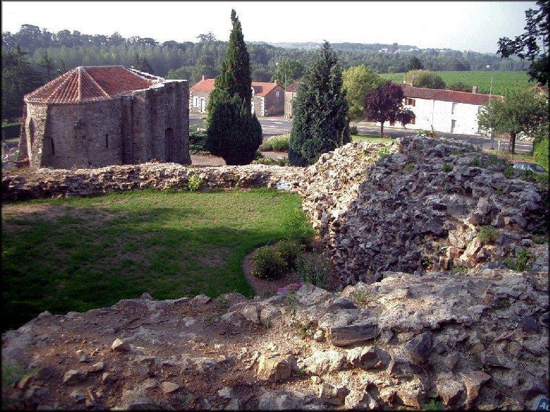 Le Pallet Musée du Vignoble Nantais Par Hersendis (Travail personnel) via Wikimedia Commons