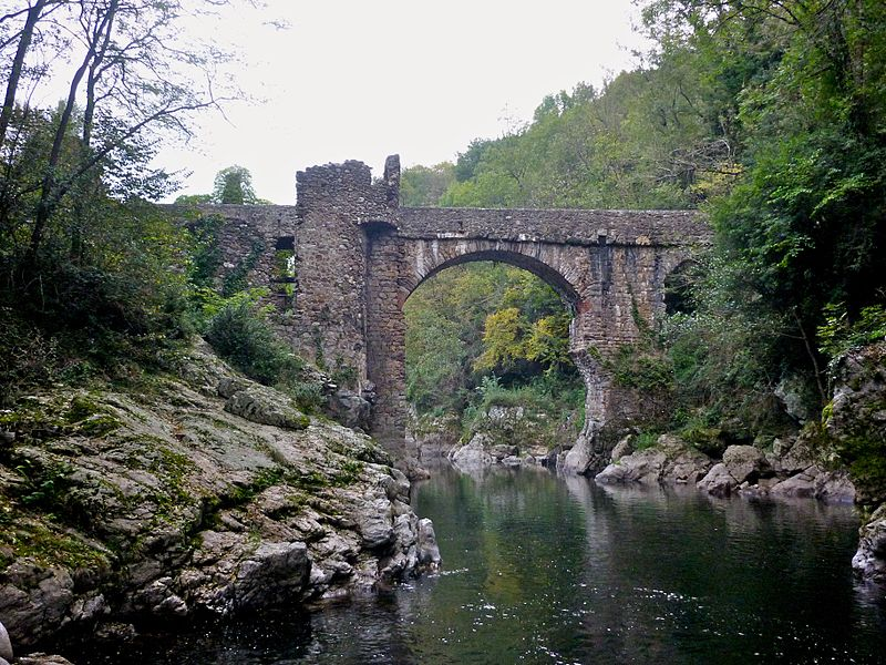 Le Pont du Diable Par Jean-Louis VENET CC BY-SA 3.0 via Wikimedia Commons