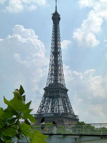 La Tour Eiffel By Dinkum (Own work) [CC0], via Wikimedia Commons