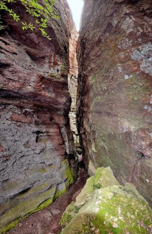 La faille de Saint-trou dans le Rocher de Roquebrune