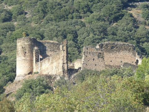 Le château d'Evol vu depuis le village (source : wiki)