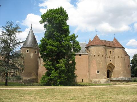 Château d'Ainay-le-Vieil By Esther Westerveld CC BY 2.0 via Wikimedia Commons