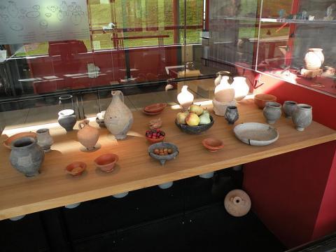 Musée et sites archéologiques de Vieux-la-Romaine Par Chatsam (Travail personnel) CC BY-SA 4.0 via Wikimedia Commons