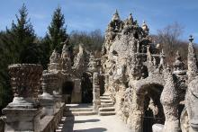 Palais Idéal du Facteur Cheval By Otourly (Own work) CC BY-SA 3.0 via Wikimedia Commons