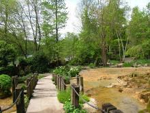 Jardin des fontaines pétrifiantes By Patafisik CC BY-SA 4.0 via Wikimedia Commons