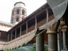 Cloître de l'abbaye de Lavaudieu en vidéo