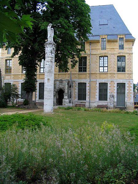 Musée Départemental des antiquités By Patrick.charpiat (Own work) CC BY 3.0 via Wikimedia Commons