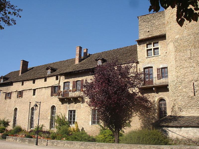 Cité Médiévale de Crémieu By Frachet (Own work) CC BY-SA 3.0  via Wikimedia Commons