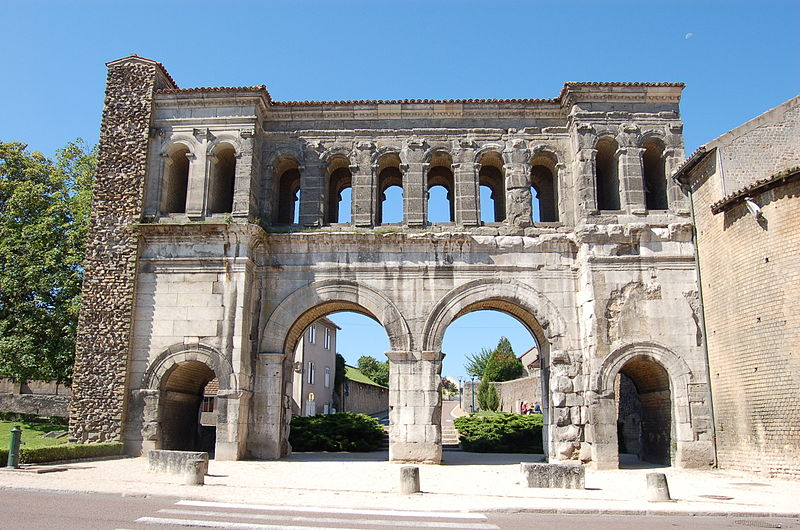 Porte Saint-André à Autun By GautierPoupeau (Own work) CC BY-SA 3.0 via Wikimedia Commons
