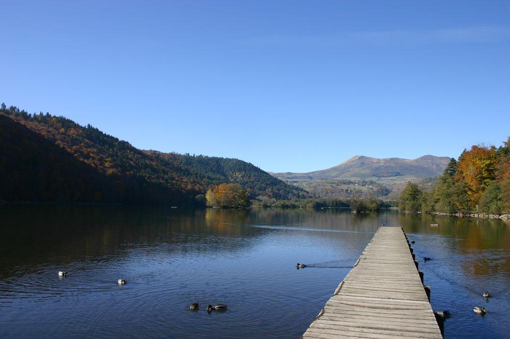 Le Lac Chambon By Annesov via Wikimedia Commons