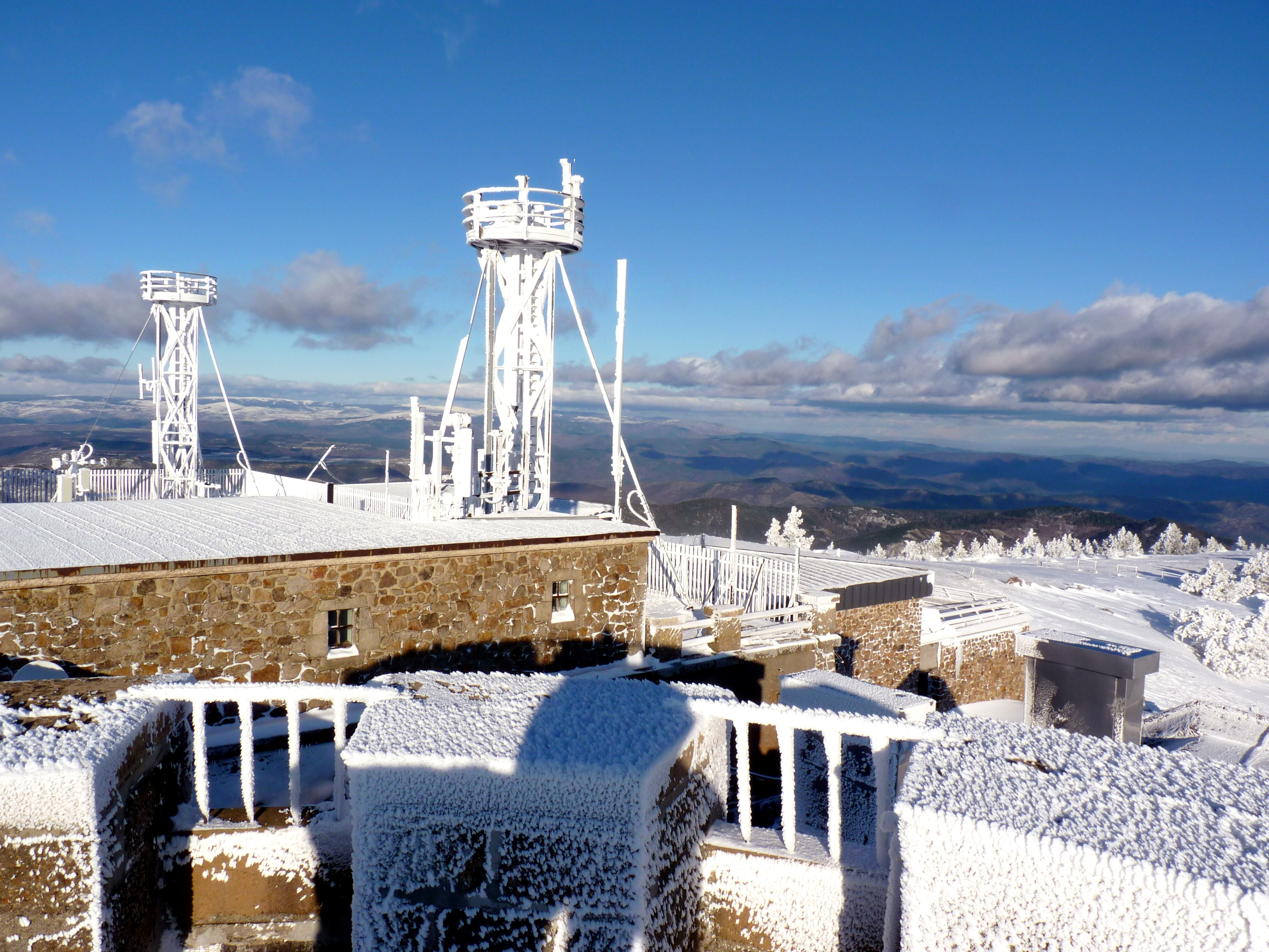 Observatoire du Mont-Aigoual By Office de Tourisme Mont Aigoual CC BY 2.0 via Wikimedia Commons