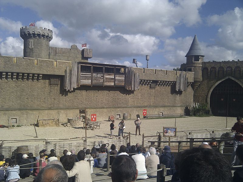 Le Puy du Fou By Absinthologue (Own work) via Wikimedia Commons