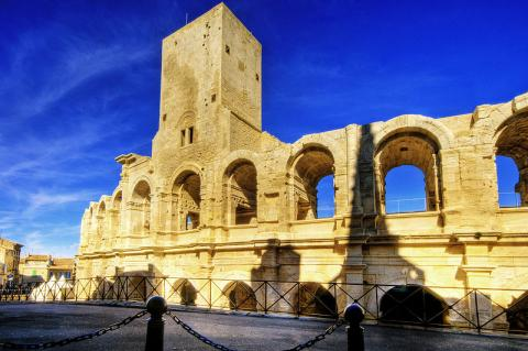 Monuments romains et romans d'Arles Par Wolfgang Staudt CC BY 2.0 via Wikimedia Commons