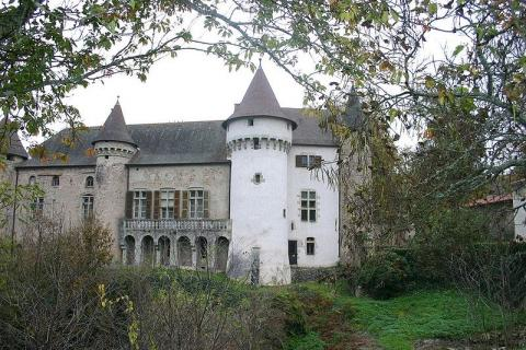 Château d'Aulteribe By Annesov CC BY-SA 3.0 via Wikimedia Commons