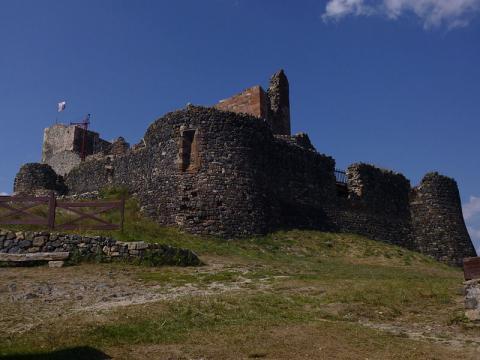 Château de Calmont d'Olt By Yricordel CC BY-SA 3.0  via Wikimedia Commons