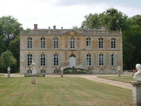 Château de Canon et ses jardins By The original uploader was Koreus at French Wikipedia via Wikimedia Commons