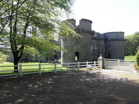 """Château de """"Kergournadeac'h"""" Par GO69 CC BY-SA 3.0 via Wikimedia Commons"""