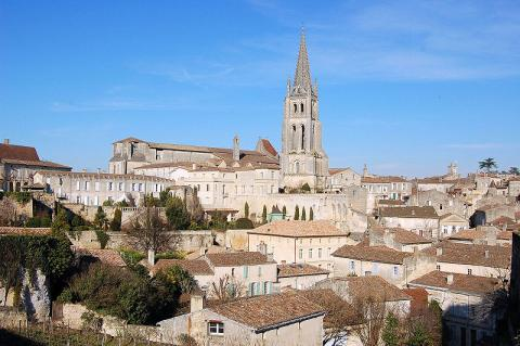 Saint-Émilion By Fabien1309 CC BY-SA 2.0 via Wikimedia Commons