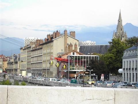 Téléphérique de Grenoble-Bastille By milky (Own work) [FAL], via Wikimedia Commons