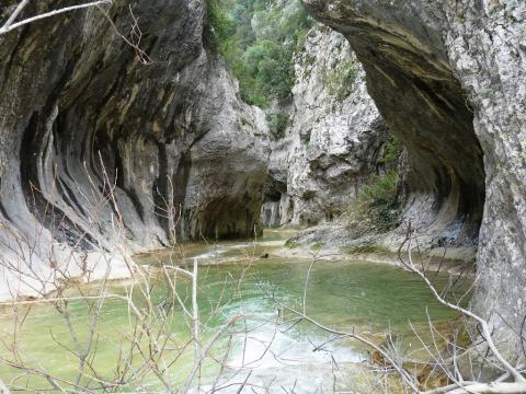 Le portail des concluses- Gorges de l'Aiguillon