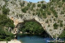 Arche de pont d'Arc
