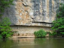 Chemin de halage au bord de la rivière du Lot