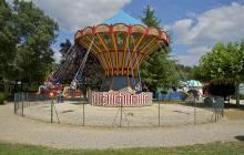 Chaises volantes Bournat By Jebulon via Wikimedia Commons