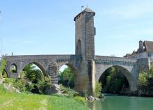 Vieux Pont d'Orthez Par MOSSOT (Travail personnel) [CC BY 3.0 (http://creativecommons.org/licenses/by/3.0)], via Wikimedia Commons