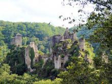 Tours de Merle I, StéfanLD [CC BY-SA 2.5 via Wikimedia Commons